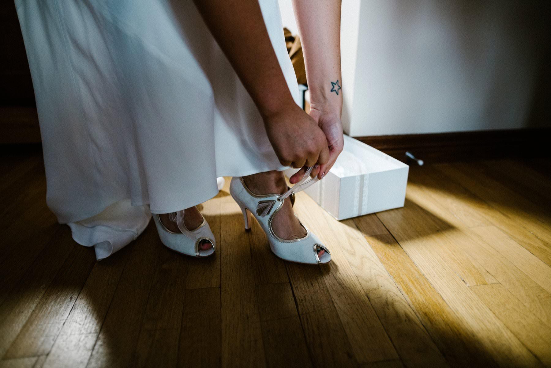 bride gets dressed in Larchfeild estate