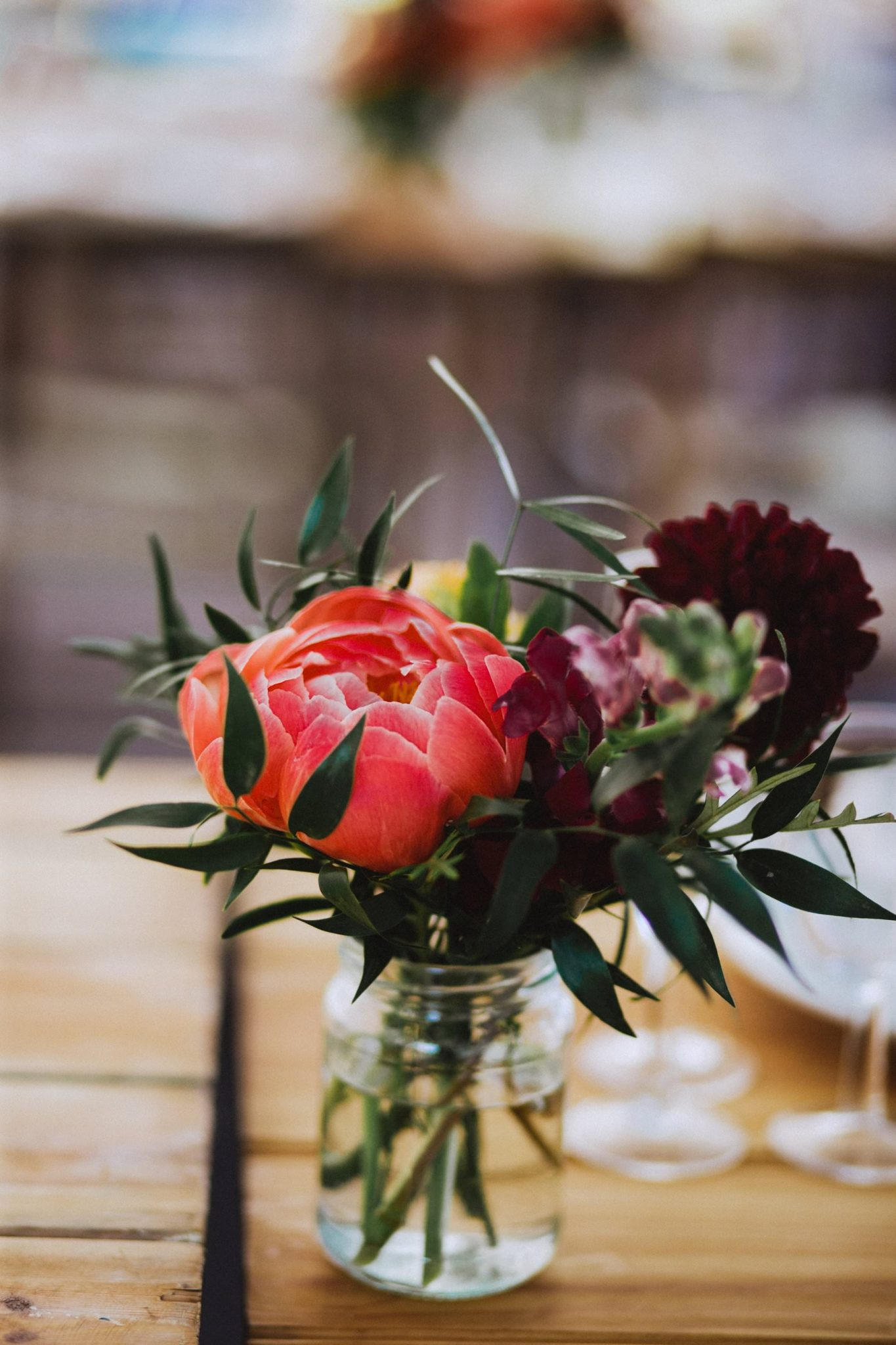 floral table decoration for farm wedding in somerset