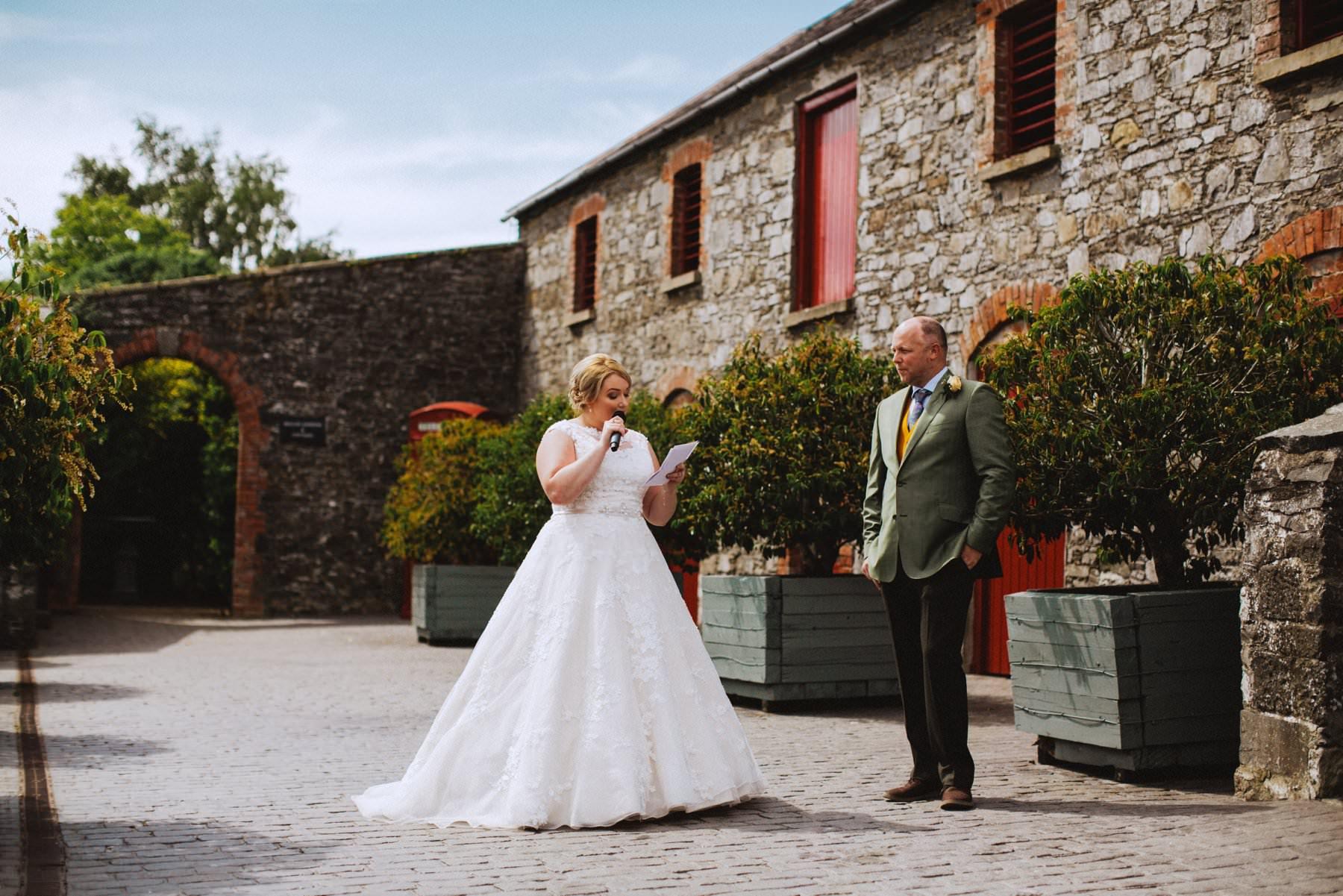 plus size bride makes a speech at her wedding, feminist wedding photographer northern ireland
